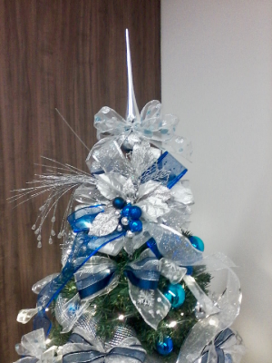 arvore de natal branca e azul